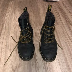 BLACK 1460 DOC MARTENS